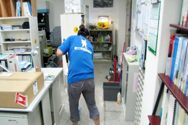 哈士奇居家清潔公司-服務案例-某大學辦公室打掃9.JPG