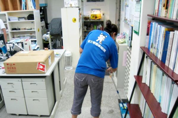 哈士奇居家清潔公司-服務案例-某大學辦公室打掃10.JPG