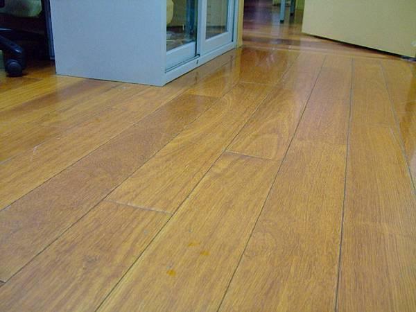 哈士奇居家清潔公司-家事女王-木質地板之保養1.jpg
