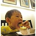 愷愷吃鬆餅-3.jpg
