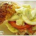 燻雞肉沙拉起司堡-3