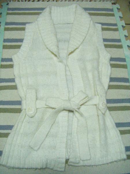 白色毛料綁帶長背心 300元