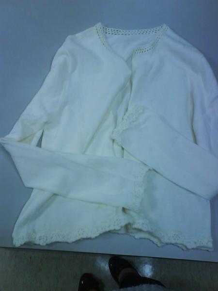 白色針織小外套 NT$100