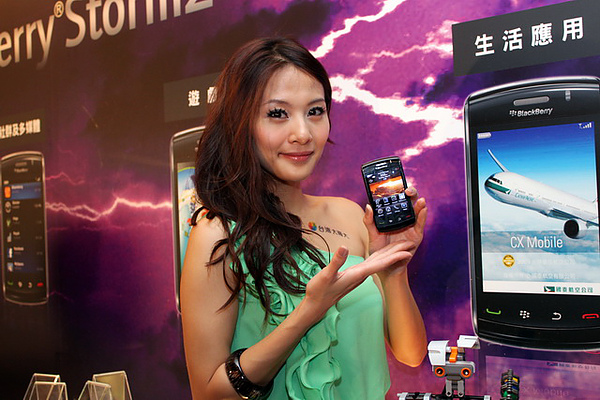 BlackBerry Storm2智慧型手機強力登台