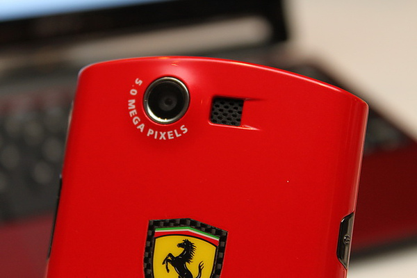 Acer Liquid E Ferrari特別版手機