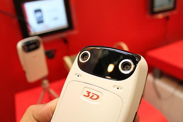 Computex 2010:3D影片自己錄!AIPTEK 3D HD Camcorder i2 live view攝影機