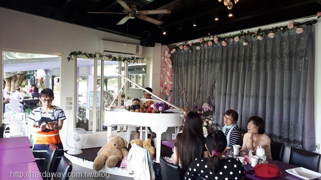 太陽湖畔咖啡館