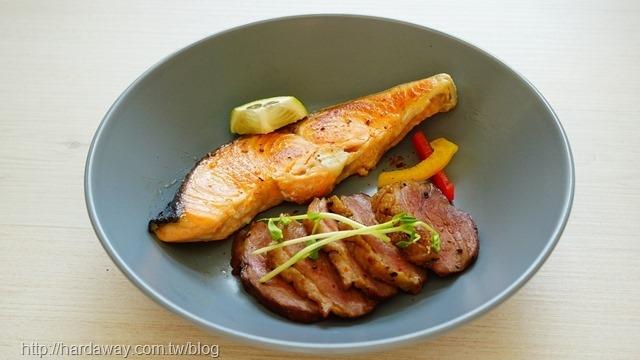 香煎鴨胸與香煎鮭魚