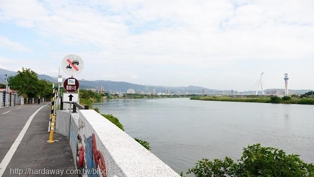 淡水河右岸自行車道