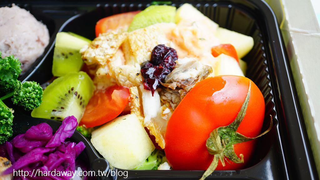 鱸魚水果番茄盅佐龍蝦沙拉
