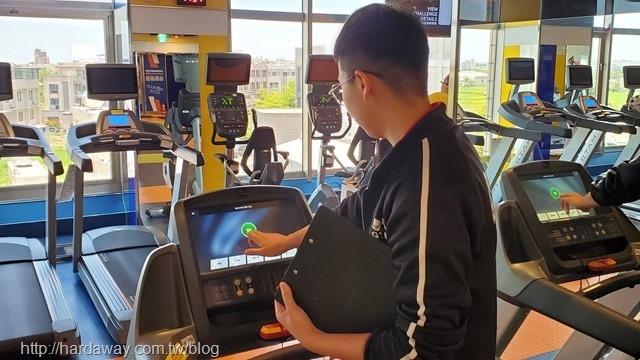 World Gym台南善化店Cash專員介紹運動器材