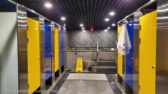 World Gym台南善化店盥洗區