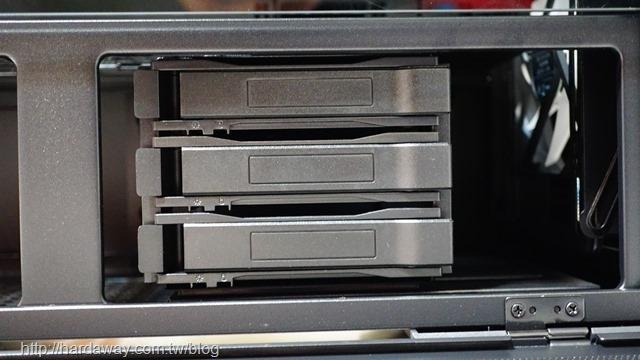 聯力LANCOOL II MESH機殼安裝3.5吋硬碟