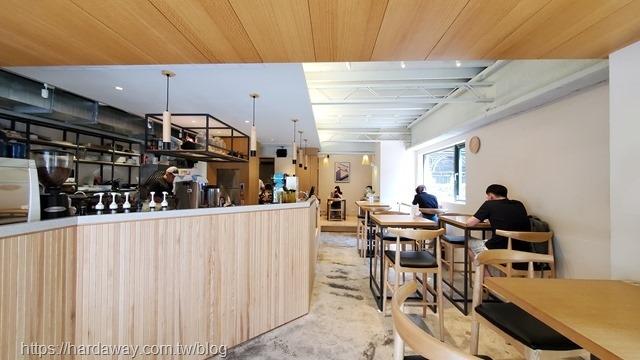 At EASE CAFE環境