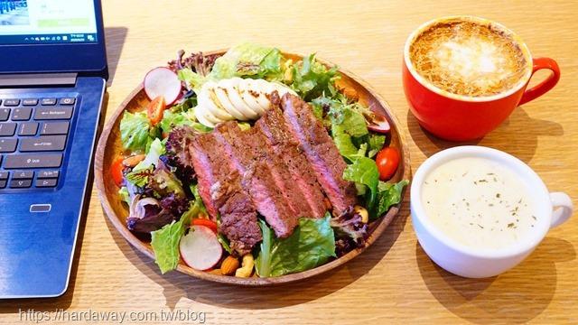 At EASE CAFE木盤早午餐&沙拉套餐