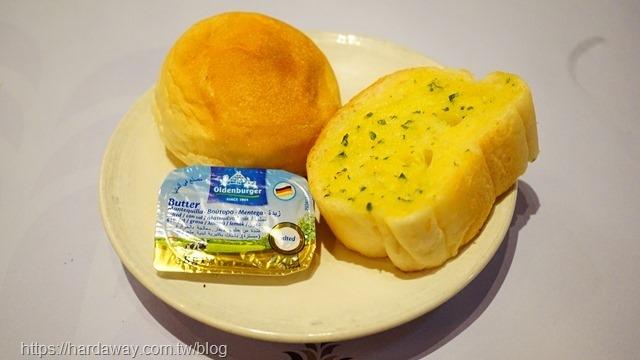 魅麗海中庭餐廳排餐麵包