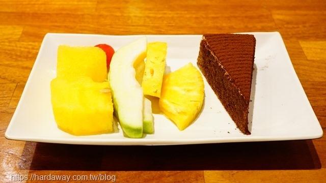 魅麗海中庭餐廳排餐水果與蛋糕