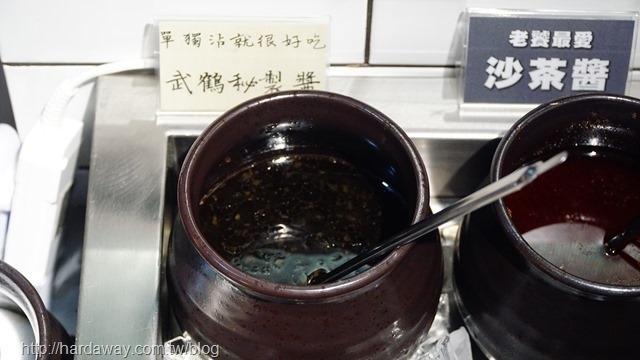 武鶴和牛火鍋新莊店自助區醬料