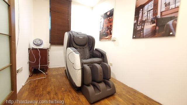月憩咖啡館使用的電動按摩椅