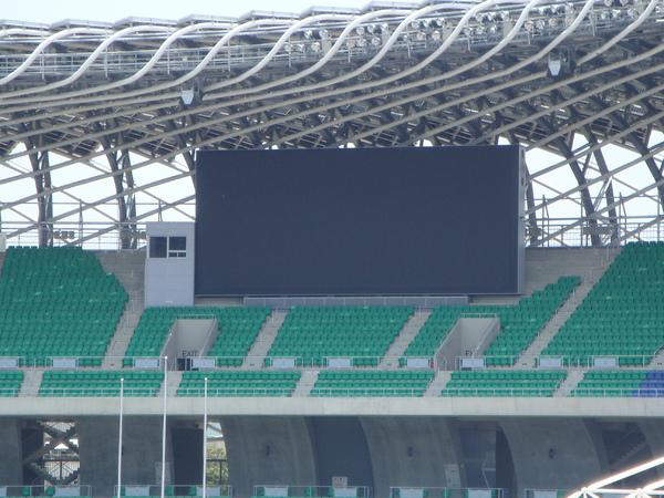 兩個大螢幕.JPG