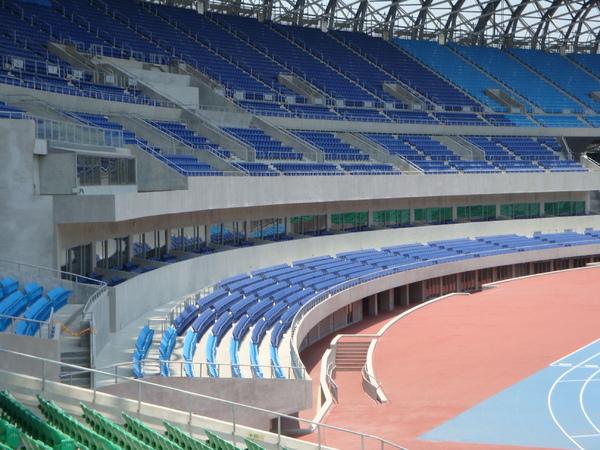 國內第一個三層座位的徑場.JPG