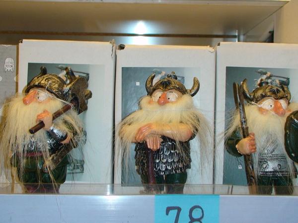 商 店櫥櫃中的物品充滿了藝術氣息