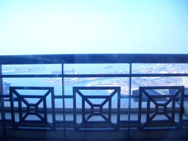 窗外的高雄港