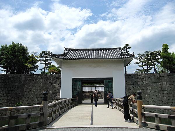 二条城 20 往本丸御殿的櫓門.JPG