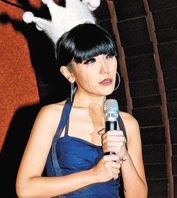 ▲鍾舒祺記者會被唱片公司惡整。攝影/李威德.jpg