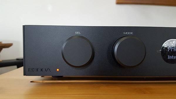 Audiolab-8300A-Amplifier-3-900x507.jpg