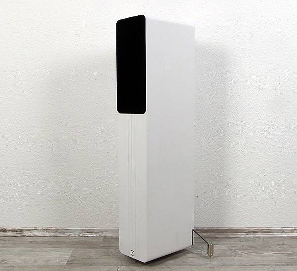 Q-Acoustics-Concept-40-Front-Seitlich1.jpg