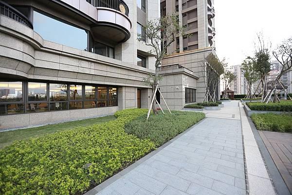 遠雄的二代宅,公共空間,花圃,具規劃與設計性,散步在這裡很舒服-中和左岸/中和建案-玫瑰園