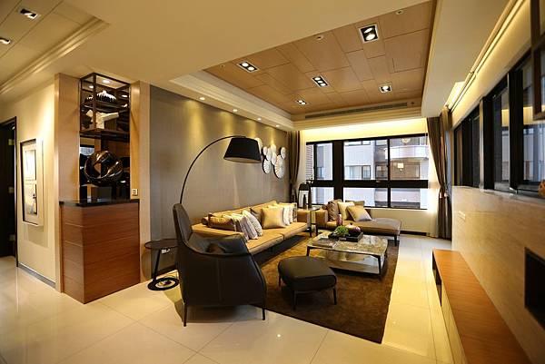 遠雄的二代宅,向光性強的客廳,白天其實不開燈就很亮-中和左岸/中和建案-玫瑰園