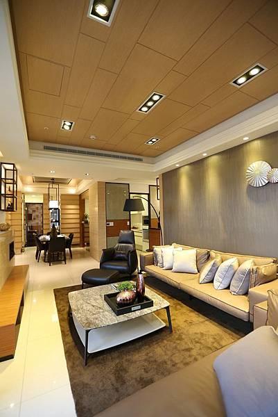 遠雄的二代宅,從客廳直接延伸到餐桌區,開放式空間,室內感覺更大-中和左岸/中和建案-玫瑰園