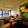 遠雄的二代宅,主臥室寬敞,能夠自己規劃出另個使用空間-中和左岸/中和建案-玫瑰園