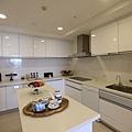 新莊副都心遠雄中央公園智慧二代宅廚房空間相當寬敞
