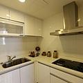 新莊副都心遠雄中央公園智慧二代宅廚房空間相當寬敞2