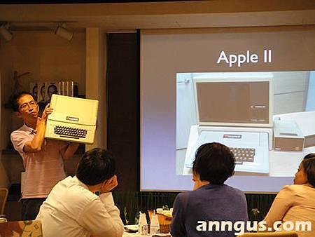 數位原力徐總展示蘋果二代機