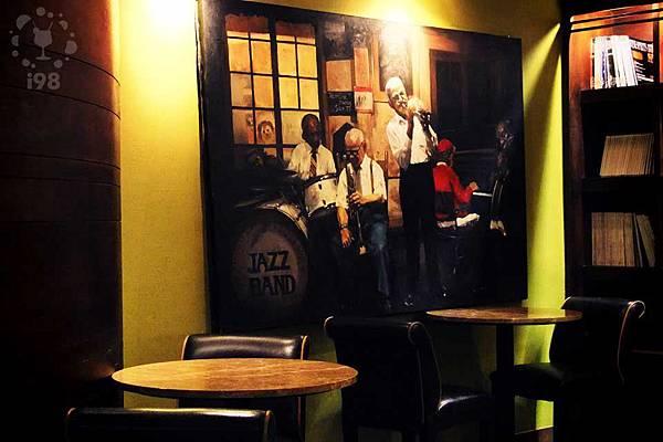 大幅的手繪爵士樂畫