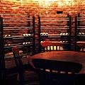 紅磚牆面的圓形酒窖