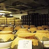 數以千計十公石窖藏高粱酒
