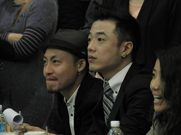 評審余振中(左起),楊青雲,王婕伃專注的神情