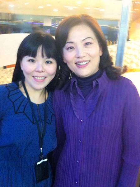 李伊娜科長(左起),王念慈老師