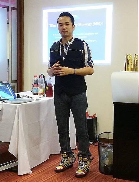 Antonio Lai示範的分子調酒