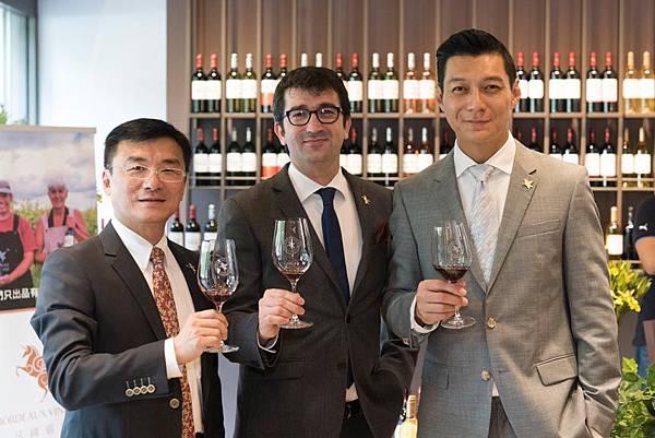 左起台灣區總經理-簡志成Tony、法國翡馬酒莊集團總經理Jean-Baptiste-Soula、聶雲.jpg