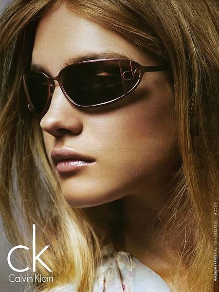 CalvinKlein-GlamourFra-April05-NataliaVodianova_StevenMeisel