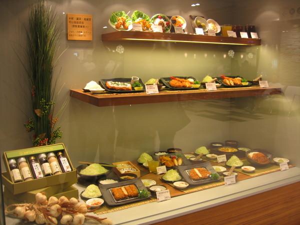 櫥窗的食物模型看起好好吃