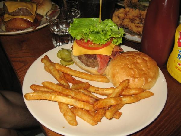 怡珺點的牛肉培根堡