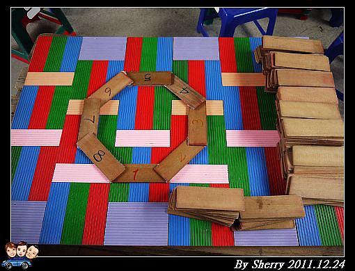 疊木板的趣味競賽,比賽哪組疊得最高最穩