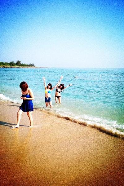 大海 藍天 還有比基尼(笑)